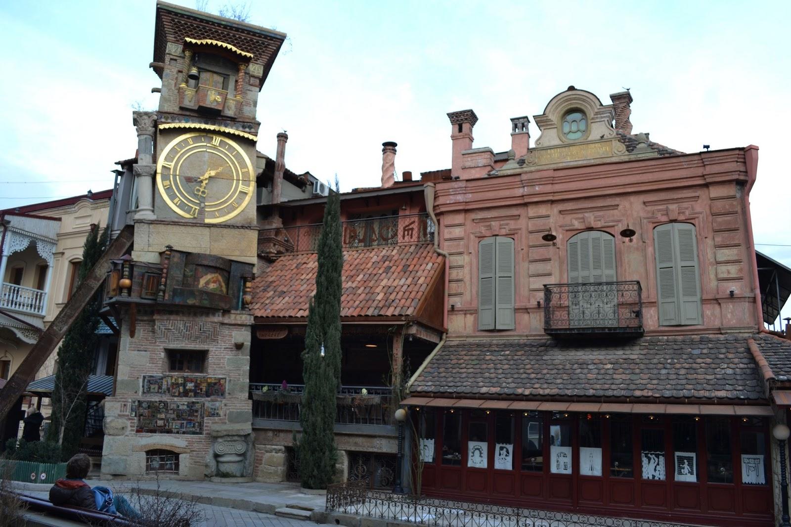 Пройдем к уникальной часовой башне Театра Кукол Резо Габриадзе.-ის სურათის შედეგი